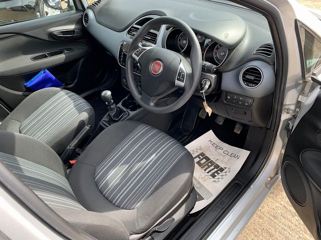 FIAT Punto Evo 1.4 8v Active (2010) for sale  in Peterborough, Cambridgeshire | Autobay Cars - Picture 10