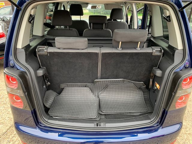 VOLKSWAGEN Touran Match 2.0 TDI 140 PS (2010) for sale  in Peterborough, Cambridgeshire | Autobay Cars - Picture 39