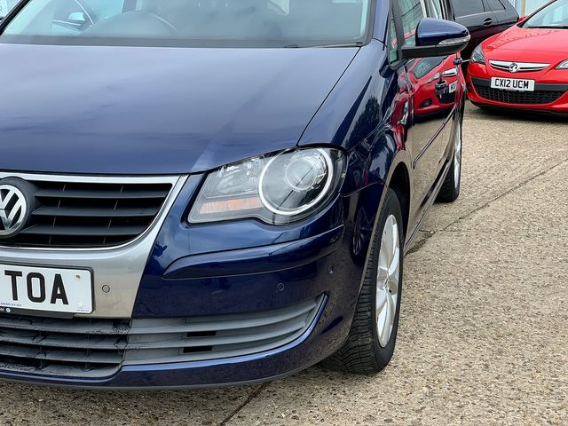 VOLKSWAGEN Touran Match 2.0 TDI 140 PS (2010) for sale  in Peterborough, Cambridgeshire | Autobay Cars - Picture 8