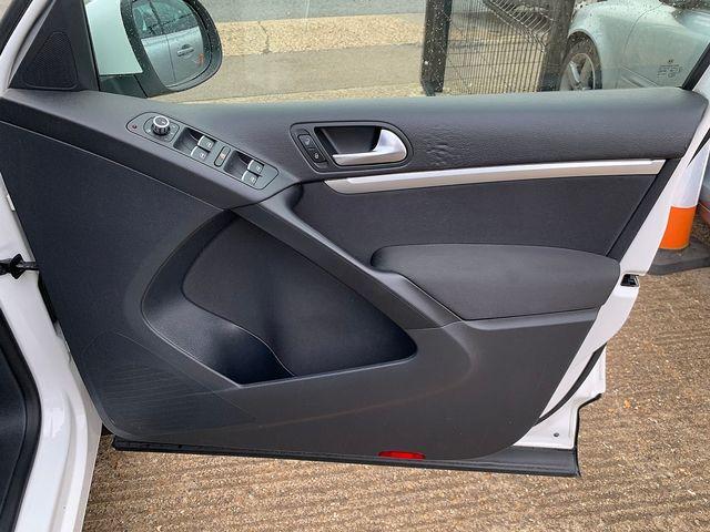 VOLKSWAGEN Tiguan SE TDI 4MOTION BlueMotion 2.0 140 PS (2012) for sale  in Peterborough, Cambridgeshire | Autobay Cars - Picture 17