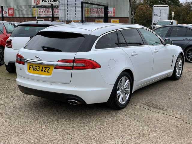 JAGUAR XF Sportbrake 2.2 Diesel Luxury 163PS (2013) for sale  in Peterborough, Cambridgeshire | Autobay Cars - Picture 3