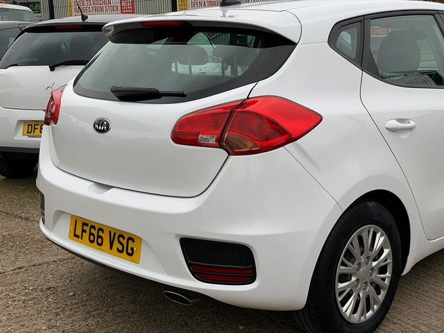 KIA Cee'd 1.4 CRDi 89bhp 6-speed manual (2016) for sale  in Peterborough, Cambridgeshire | Autobay Cars - Picture 7