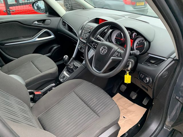 VAUXHALL Zafira Tourer EXCLUSIV 1.8i 140PS (2015) for sale  in Peterborough, Cambridgeshire | Autobay Cars - Picture 14