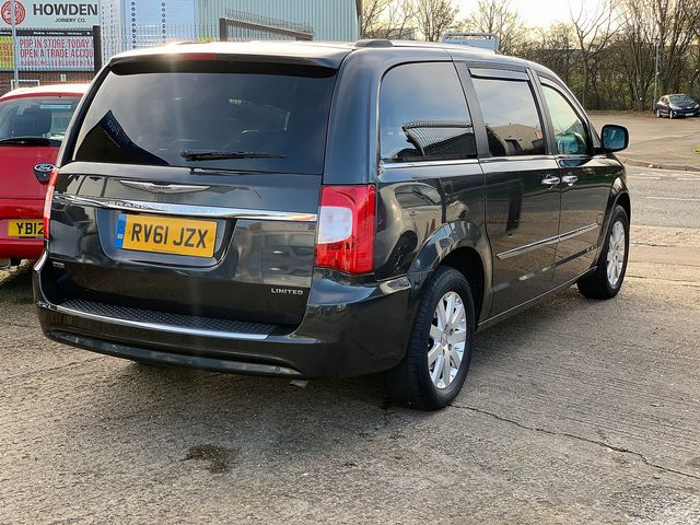 CHRYSLER Voyager 2.8 CRD LX Auto (2011) for sale  in Peterborough, Cambridgeshire | Autobay Cars - Picture 3