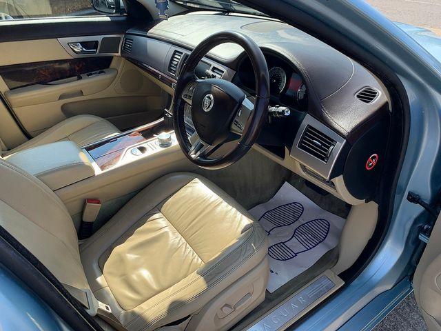 JAGUAR XF 3.0 litre V6 Diesel Luxury (2011) for sale  in Peterborough, Cambridgeshire | Autobay Cars - Picture 15