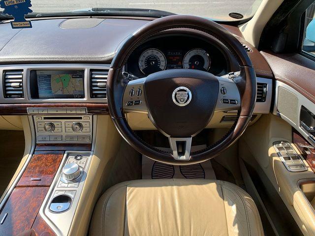 JAGUAR XF 3.0 litre V6 Diesel Luxury (2011) for sale  in Peterborough, Cambridgeshire | Autobay Cars - Picture 19