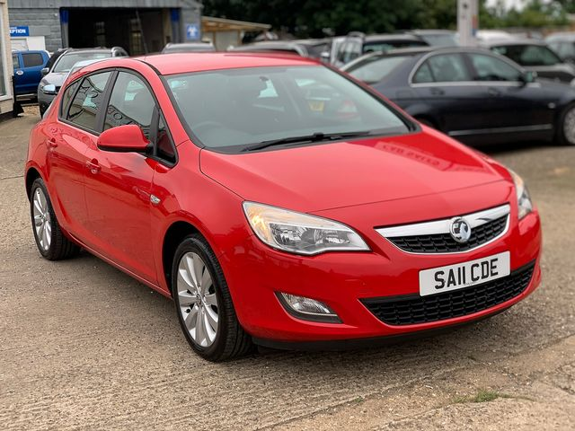 VAUXHALL Astra SRi 1.4i 16v VVT (100PS) (2011) for sale  in Peterborough, Cambridgeshire | Autobay Cars - Picture 2