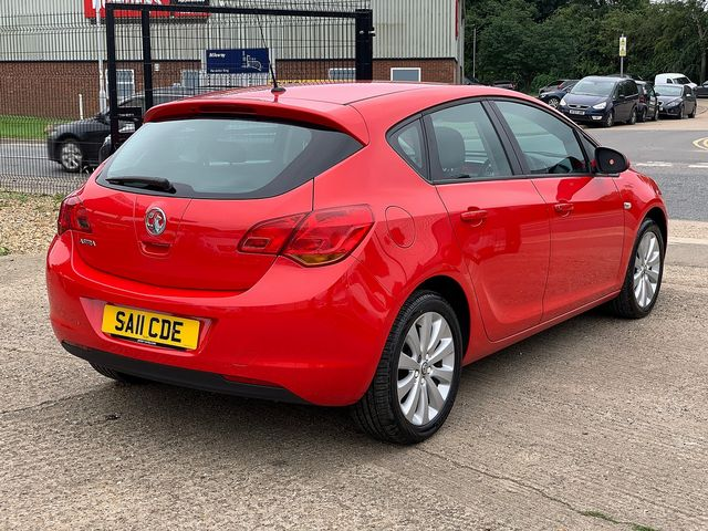 VAUXHALL Astra SRi 1.4i 16v VVT (100PS) (2011) for sale  in Peterborough, Cambridgeshire | Autobay Cars - Picture 3