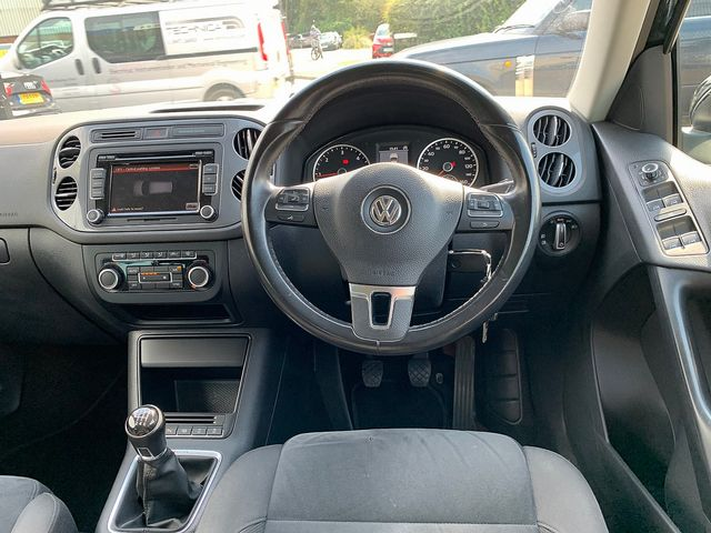 VOLKSWAGEN Tiguan SE TDI 4MOTION BlueMotion 2.0 140 PS (2013) for sale  in Peterborough, Cambridgeshire | Autobay Cars - Picture 16